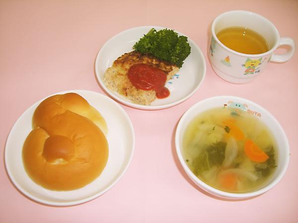 【11:30〜12:30】給食