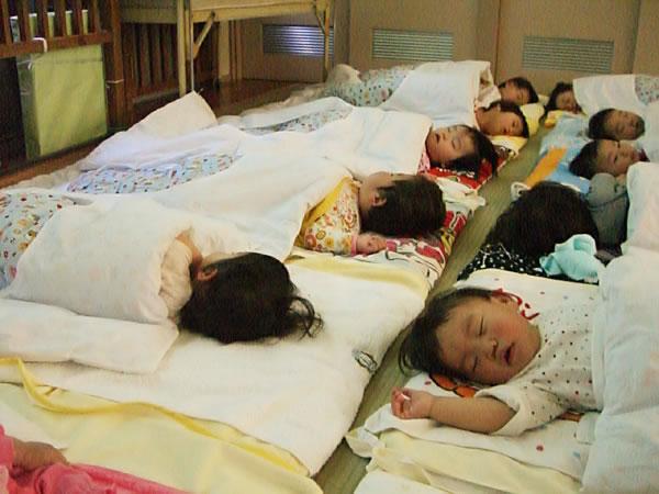 【12:30〜14:30】午睡・自由遊び